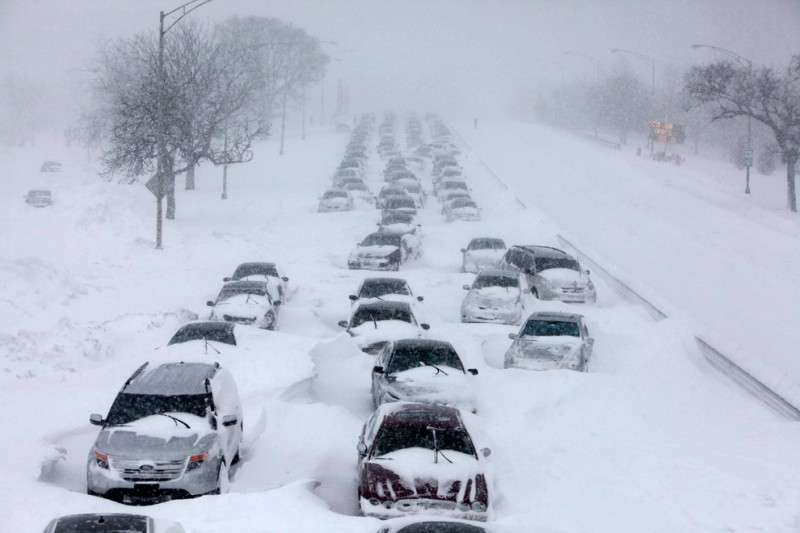 lake-shore-drive-chicago-blizzard